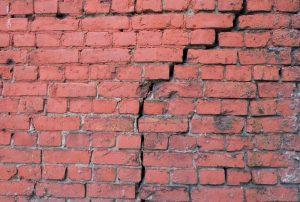 Fissure-Escalier-Mur-de-Briques