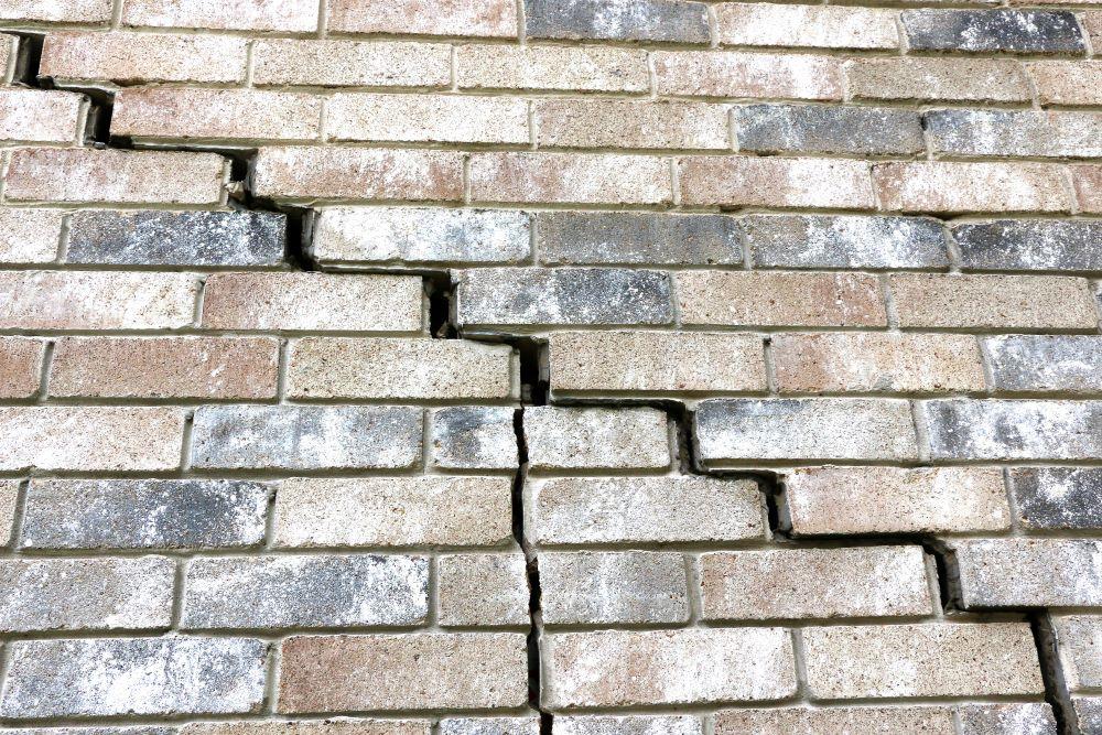 fissure sur un mur ext rieur en briques faut il r parer. Black Bedroom Furniture Sets. Home Design Ideas